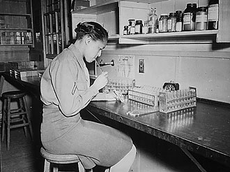 file:/activities/oralhistory/cappics/loving1941_welton, alt: young woman working in lab