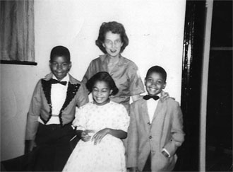 file:/activities/oralhistory/cappics/loving1945_trio, alt: Ruth Loving with her three children